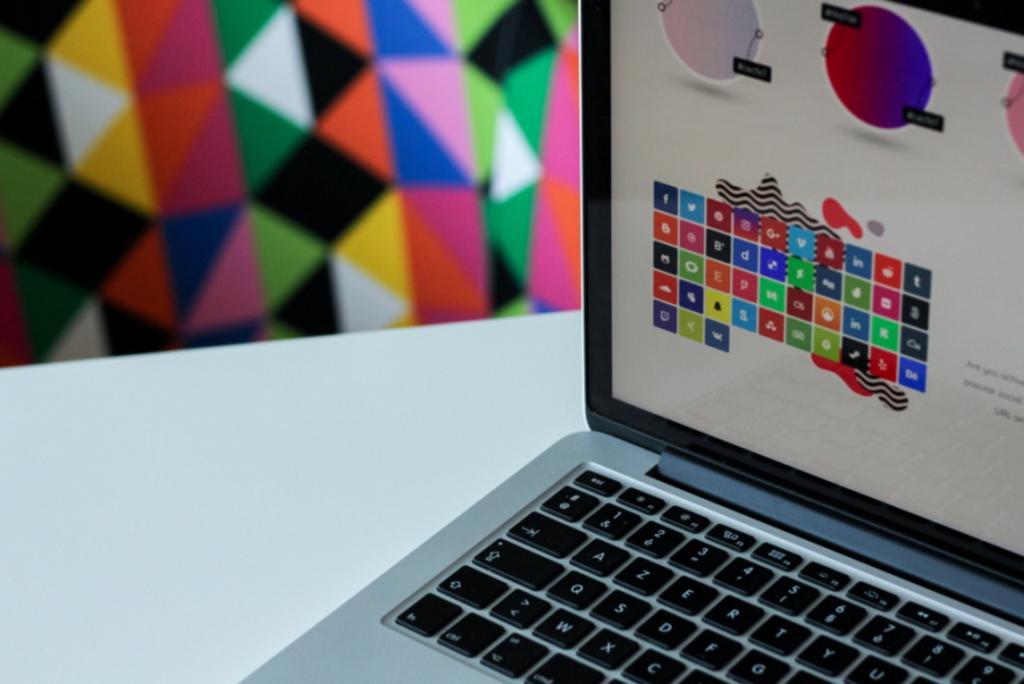 Social Media Buttons auf Bildschirm